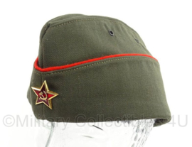 Russisch officiers schuitje met insigne groen, met rode rand- maat 61 of 62 cm - origineel