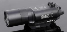 Tactische Sf X300  X300U 500 Lumen Wapen lamp met 20 mm Picatinny / Weaver Rail - BLACK