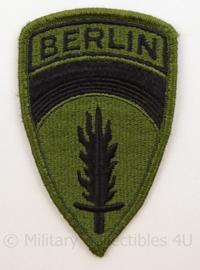 US Army embleem SHAEF Berlin eenheid - groen - net naoorlogs - subdued cut edge - afmeting 6 x 10,5 cm - origineel
