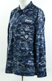 US Navy BDU field jacket met insigne - SWO Surface Warfare Officer - USN Navy blue digital - maat medium-regular  - origineel
