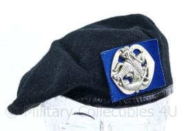Nederlandse Cavalerie huzaren baret met insigne uit 1989 Hassing BV - maat 58 - origineel
