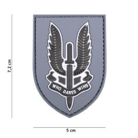 Embleem 3D PVC - met klittenband - Who Dares Wins Special Forces SAS  - Grijze achtergrond - 7,2 x 5 cm.