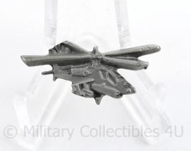 Klu Luchtmacht Apache speld - 3 x 1,5 cm - origineel