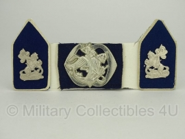 KL baret speld en kraagspiegel set - Regiment Cavalerie Van Sytzama-  origineel