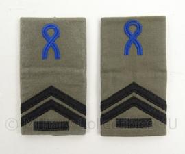 KLu Luchtmacht GVT epauletten rang Korporaal der 1e klasse Opleidingen - per paar - afmeting 5 x 9,5 cm -  origineel