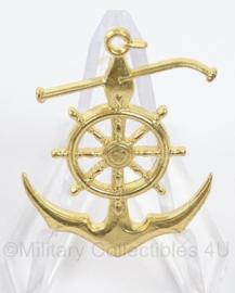 Koninklijke Marine borst insigne Stuurwiel/Anker Schippertje- afmeting 3 x 4 cm - goudkleurig - origineel