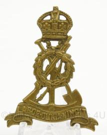 WO2 Britse cap badge Pioneer Corps  - afmeting 3,5 x 5 cm - origineel