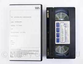Kmar Koninklijke Marechaussee videoband  'Mensen in bedrijf ' - 20,5 x 12 x 3 cm - origineel