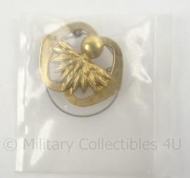 KL Landmacht baret insigne Garde Grenadiers - nieuw in verpakking - afmeting 6 x 5 cm - origineel