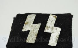 SS kraagspiegel zelfgemaakt  opgegraven - origineel
