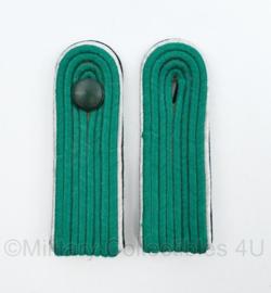 DDR NVA onbekende groene epauletten met zilverkleurige rand PAAR - 11 x 3,5 cm - origineel