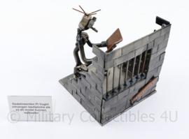 PI Vucht handgemaakt metalen beeld  - gemaakt door gevangenen bij behalen lasdiploma - 11 x 10 x 10,5 cm - origineel