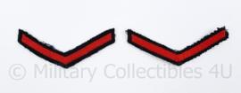 KM Koninklijke Marine arm rangemblemen paar - rood op zwart - Matroos der 2e klasse - 8,5 x 3,5 cm - origineel