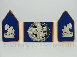 KL baret speld en kraagspiegel set - Regiment Cavalerie Prins van Oranje - origineel