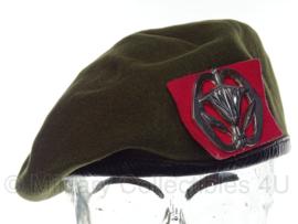 KL Nederlandse leger baret met Militaire Administratie insigne - vorig model - 55 tm. 61 cm.  - origineel