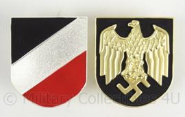 Kriegsmarine tropenhelm emblemen PAAR metaal - adelaar en driekleur schild metaal - topkwaliteit!
