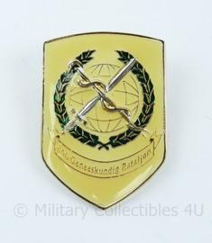 Defensie dames DT2000 borst speld 400 Geneeskundig bataljon - 4,5 x 3  cm - origineel
