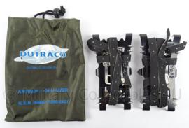 KL Landmacht en Korps Mariniers antislip en glij-ijzer - merk DUTRACO - afmeting 15 x 7 cm - origineel