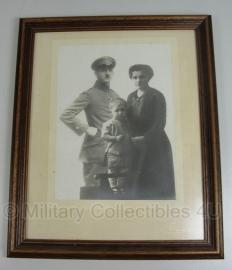 Foto in originele lijst WO1 soldaat met familie 35 x 29 cm - origineel