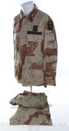 US Army desert camo jas en broek 1e golfoorlog - met insignes en helmovertrek - maat Med-Reg - origineel
