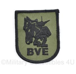 Defensie eenheid arm embleem 42 BVE 42 Brigade Reconnaissance Squadron  - 6,5 x 5 cm - origineel