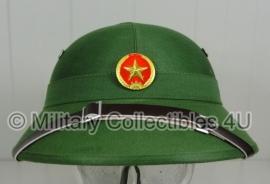 Vietcong Helm met insigne