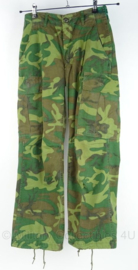 US Army Jungle Fatique trouser - 3rd model ERDL POPLIN camo - vietnam oorlog  - maat XS/short - gedateerd 1969 - origineel