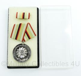 DDR medaille fur Hervorragende Verdienste inclusief doosje - ter decoratie - origineel