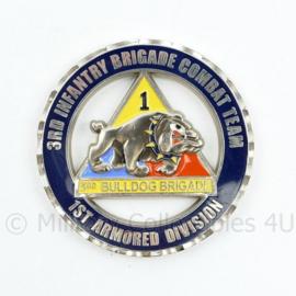 Zeldzame coin US Army 3RD Infantry brigade Combat team 1st Armored division - genummerd - diameter 6,5 cm - origineel