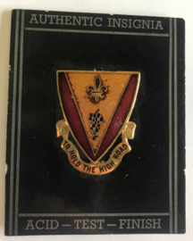 US unit crest 'To hold the high road' metaal - 2,9 x 2,4 cm - origineel