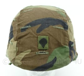 US Army Woodland helm cover PASGT met rang specialist - Maat medium/large - Origineel