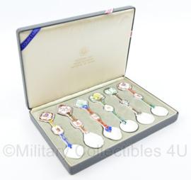 Zeldzame Olympische spelen 1983 SLOOC Porcelijnen lepeltjes set gegeven door Shinyong Lho Prime Minister Republic of Korea -  15,5 x 22,5 x 3 cm - origineel
