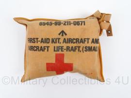 British First Aid Kit Aircraft life raft - zeldzaam - afmeting 17,5 x 14, 5,5 cm - origineel
