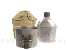 WO2 US Army veldfles set - fles 1944, beker jaren 60 en hoes khaki - origineel