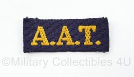 MVO straatnaam enkel A.A.T aan en afvoer troepen - 5,5 x 2 cm - origineel