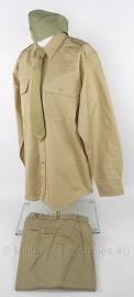 US Army model Khaki militaire uitrusting set - overhemd, broek, schuitje en stropdas - meerdere maten