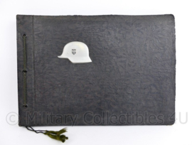 WO2 Duits Wehrmacht leeg foto album met metalen Stahlhelm - 32 x 22,5 x 1,5 cm  - origineel