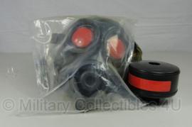KL AMF12 gasmasker 1996 met oefen filter, nieuwe gasmaskertas - masker in de verpakking - maat 2 - origineel