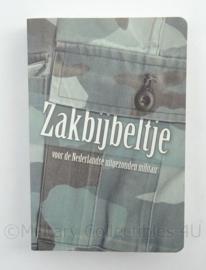 KL Landmacht zakbijbeltje voor de Nederlandse uitgezonden militair - afmeting 13,5 x 9 cm - origineel