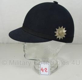 Politie Hamburg cap gedragen voor vrouwen tot 1981 - art. 42