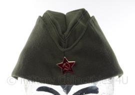 Russisch schuitje Donkergroen met USSR rode ster - maat 58 - origineel