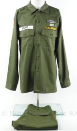 US Army Vietnam oorlog Fatique shirt LARGE met insignes met broek 34 inch - ongebruikt - origineel