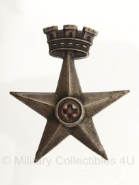 WO2 Italiaanse Kingdom of Italy cap badge Red Cross - 7 x 5,5 cm - origineel