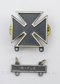 US Rifle Marksman Qualification badge - compleet - origineel naoorlogs US.