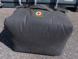 Nederlandse leger medische draagtas groot - voor matrassen e.d. - 45 x 30 x 52 cm. - met 1 lits-jumeaux deken - origineel