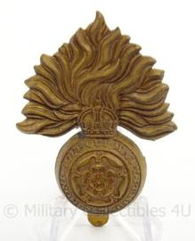 WO2 Britse Grenadier Guards  cap badge - Honi Soit Qui Mal y Pence  - afmeting 4 x 6 cm - origineel