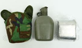 US Army veldfles met beker en woodland hoes - met gasmasker aansluiting  - Topstaat! - origineel