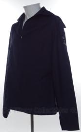 KM Koninklijke Marine matrozen hemd donkerblauw met zilveren logo op mouw Baaienhemd - huidig model - maat 55 3/4 - origineel