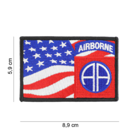 Embleem stof US 82nd Airborne Division with American flag - 8,9 x 5,9 cm.