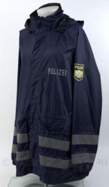 Duitse Polizei Bayern regenjas huidig model - ongedragen - zeldzaam - maat XXL - origineel